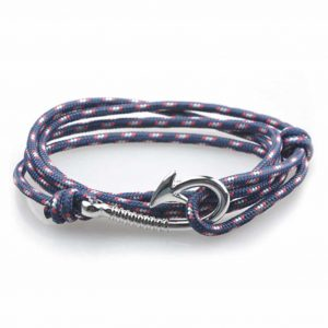 Paracord fish hook bracelet