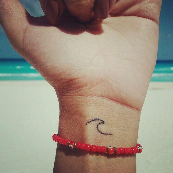 minimalist tattooo wave