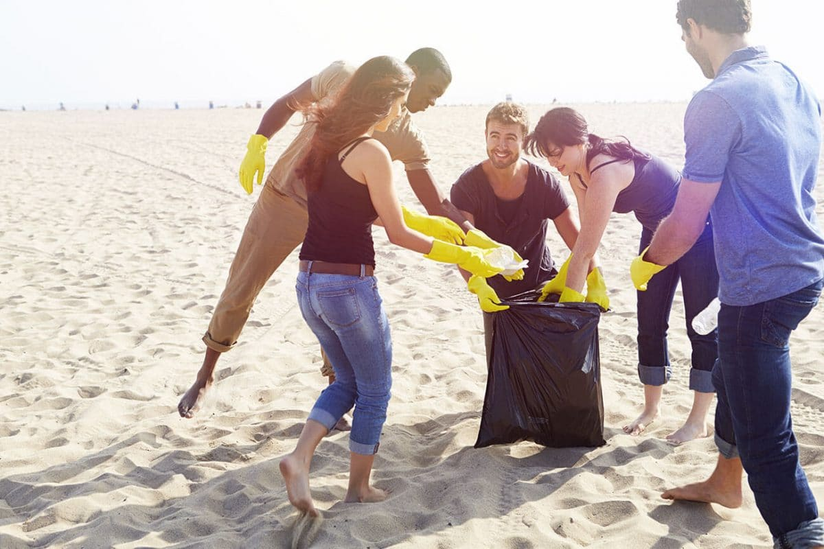 beach cleanup : ocean pollution solution